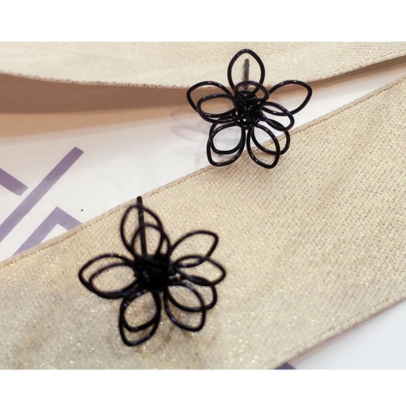 Серьги гвоздики черный цветок - Фото 3