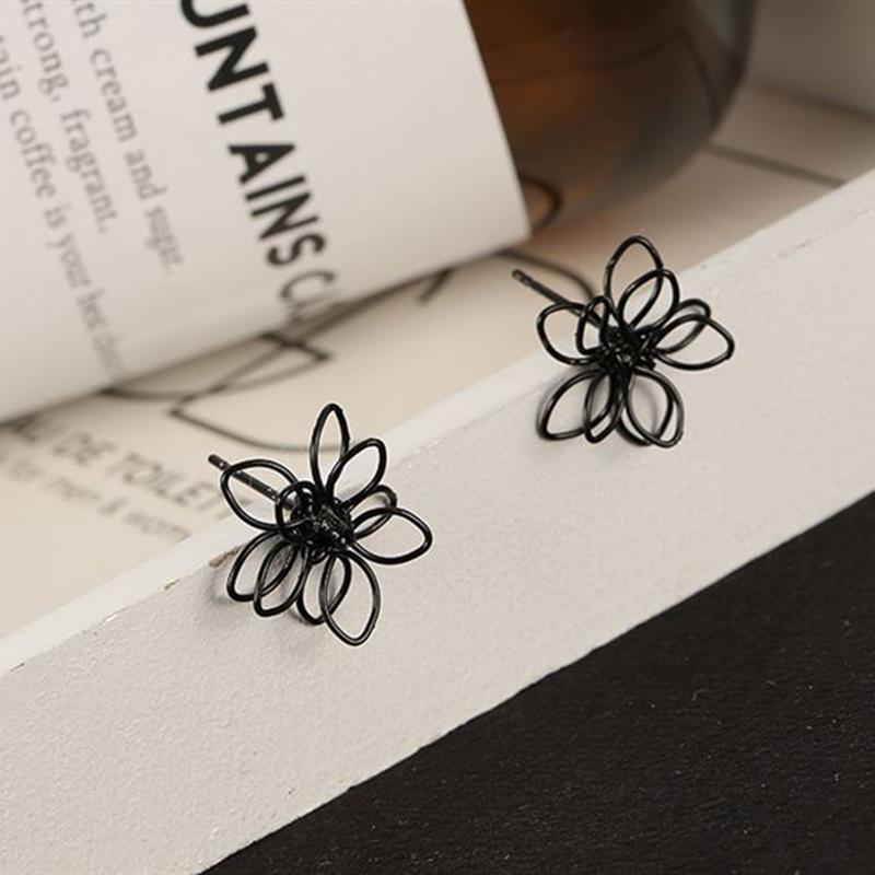 Серьги гвоздики черный цветок - Фото 4