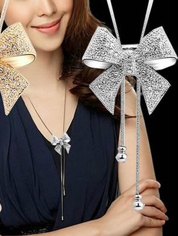 Длинная цепочка ожерелье с подвеской бантик серебристого цвета