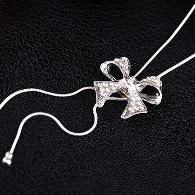 Длинная цепочка ожерелье с подвеской бантик серебристого цвета - Фото 3