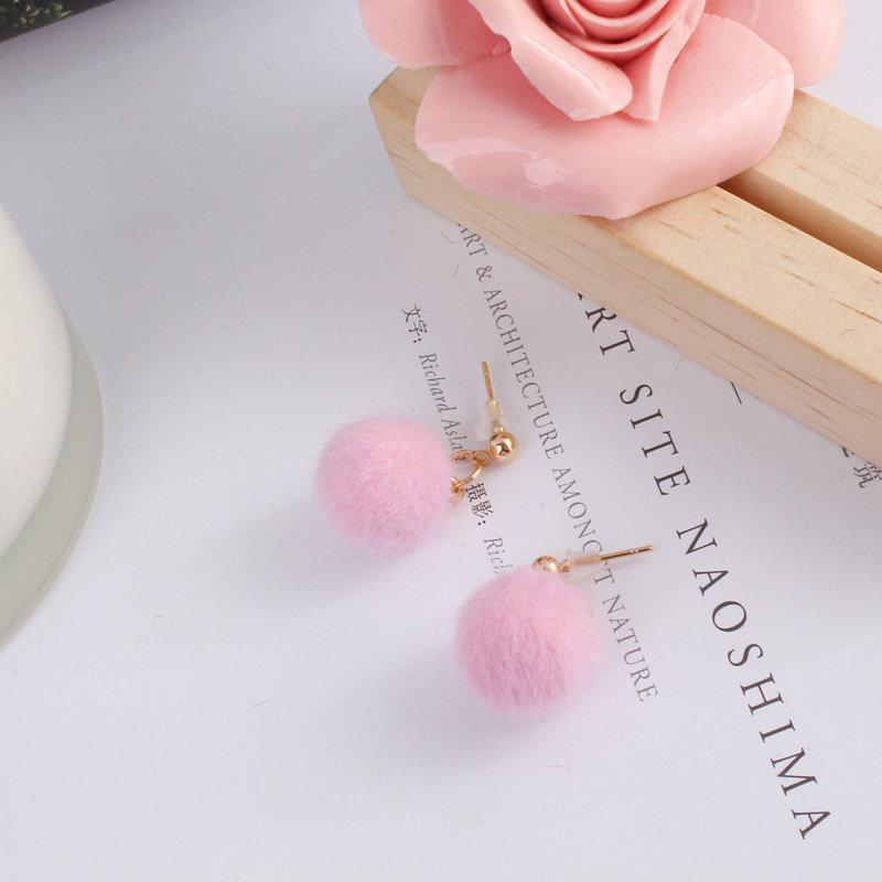 Пушистые серьги помпоны розовые - Фото 2