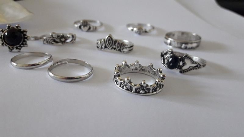 Набор колец 10 штук ( кольцо с черным камнем, корона, цветок, ... - Фото 5