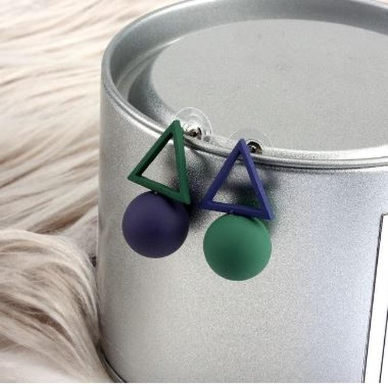 Асимметричные серьги треугольники сине-зеленого цвета - Фото 4