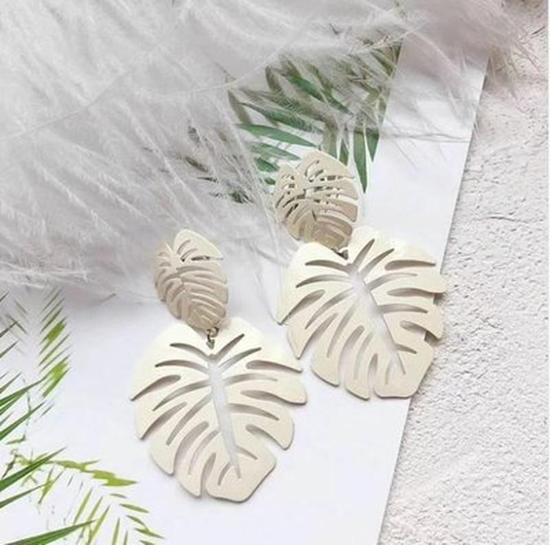 Длинные серьги листья белого цвета