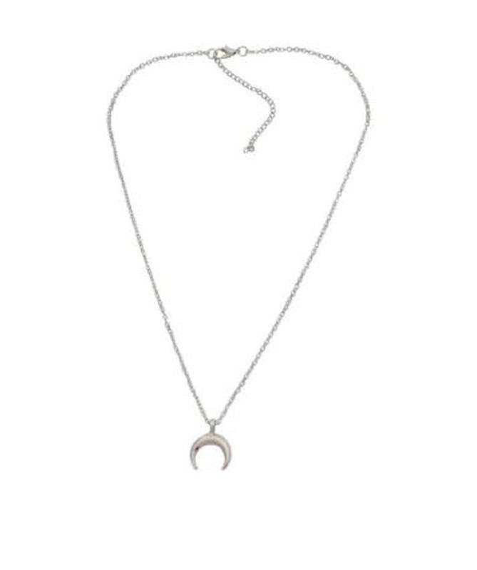 Ожерелье цепочка с подвеской полумесяц серебристого цвета - Фото 2