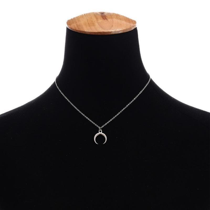 Ожерелье цепочка с подвеской полумесяц серебристого цвета - Фото 3