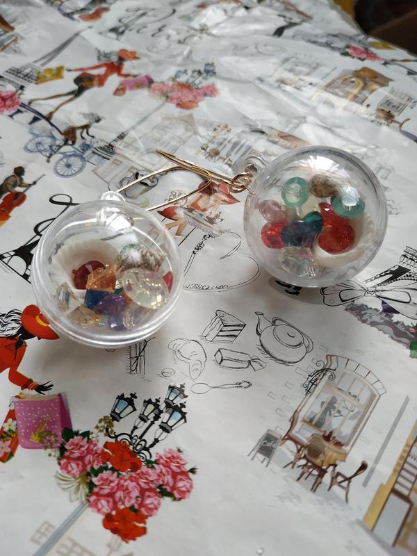 Оригинальные серьги прозрачные шары морской мир - Фото 2