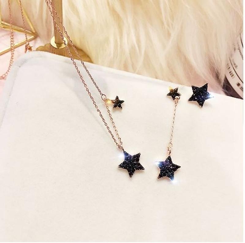 Набор украшений асимметричные серьги звезды и цепочка с подвеской