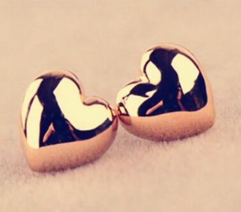 Маленькие серьги гвоздики золотистые сердца