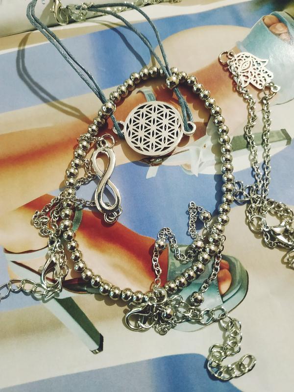 Набор браслетов 5 штук с подвесками хамса, бесконечность - Фото 3