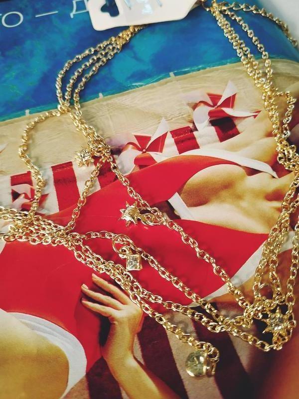 Тройная цепочка чокер с подвесками золотистого цвета - Фото 3