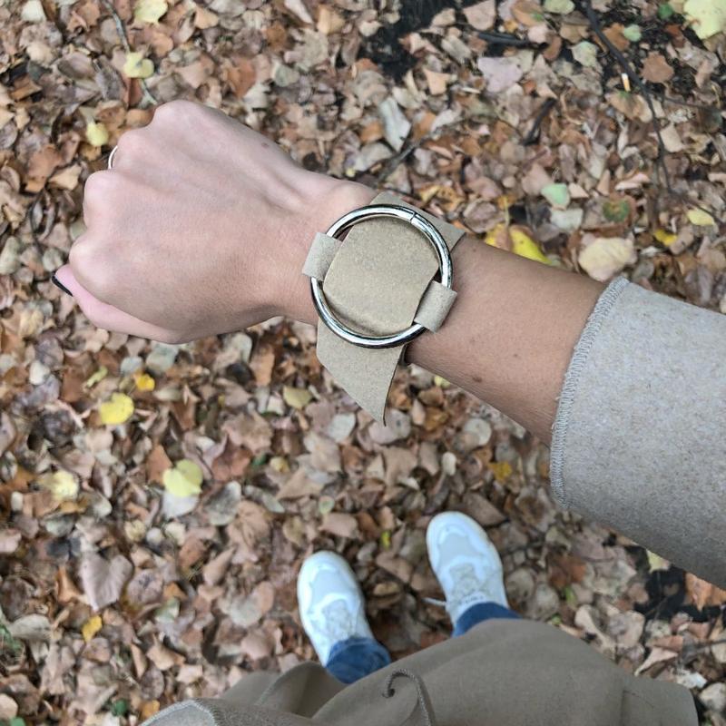 Широкий женский браслет на руку с кольцом замш