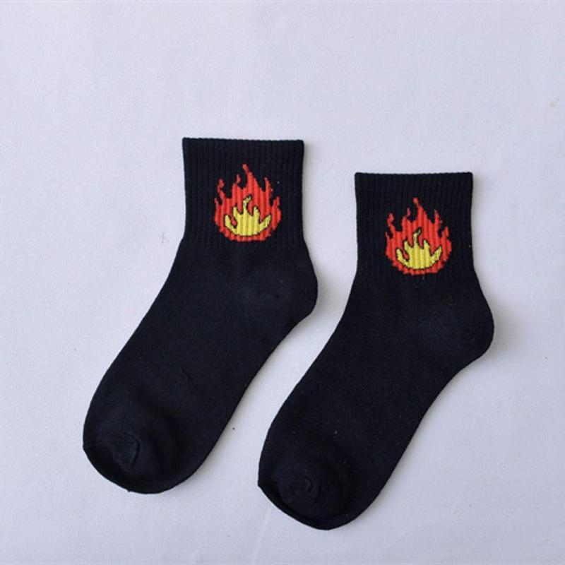 Стильные женские носки черного цвета с огнем, короткие