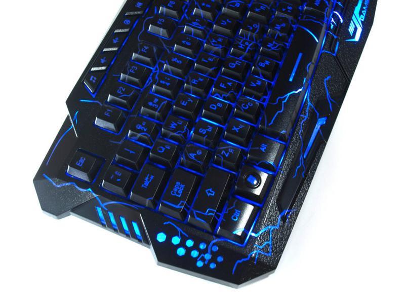 Игровая русская клавиатура с трехцветной подсветкой Gamer wireo