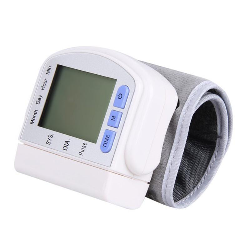 Тонометр электронный на запястье Electronic blood pressure monito