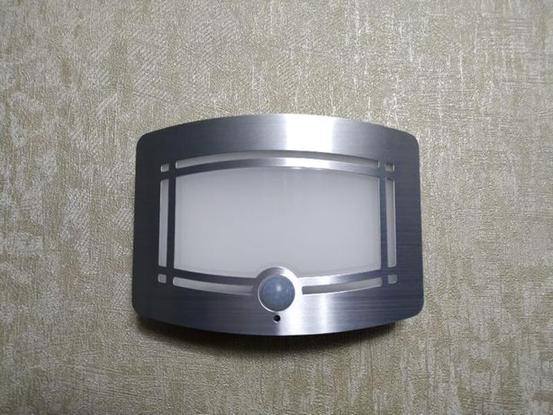 Светильник LED с датчиком движения PIR, освещенности, автономный.