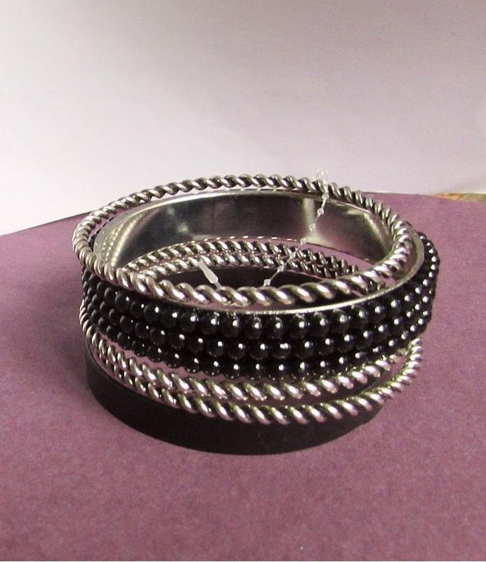 🏵красивый набор браслетов, новый! арт. 3593