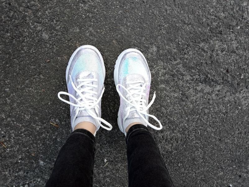 Яркие и блестящие кроссовки с пайетками - Фото 2