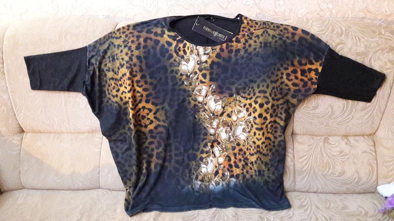 Свитер -блуза темно-серая ,,цветы на леопардовом принте свобод... - Фото 3