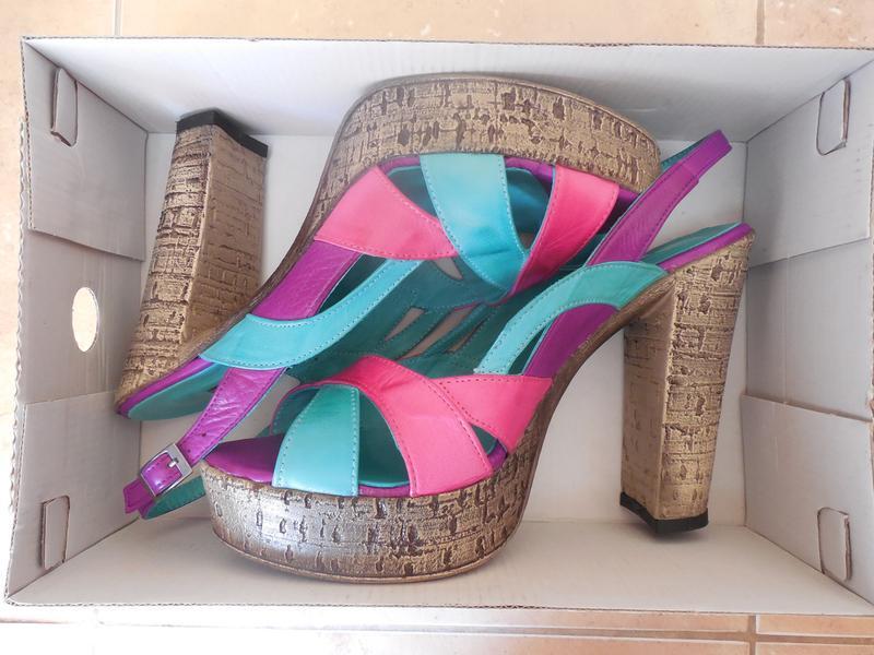 Удобные женские кожаный босоножки на каблуке - Фото 2