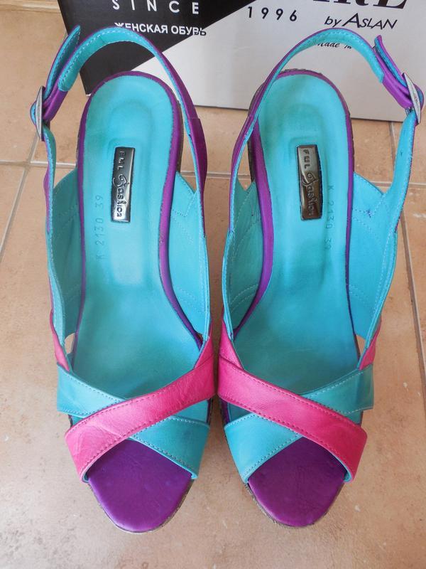 Удобные женские кожаный босоножки на каблуке - Фото 3
