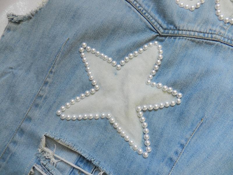 ✅ рваная джинсовая жилетка с жемчугом - Фото 9