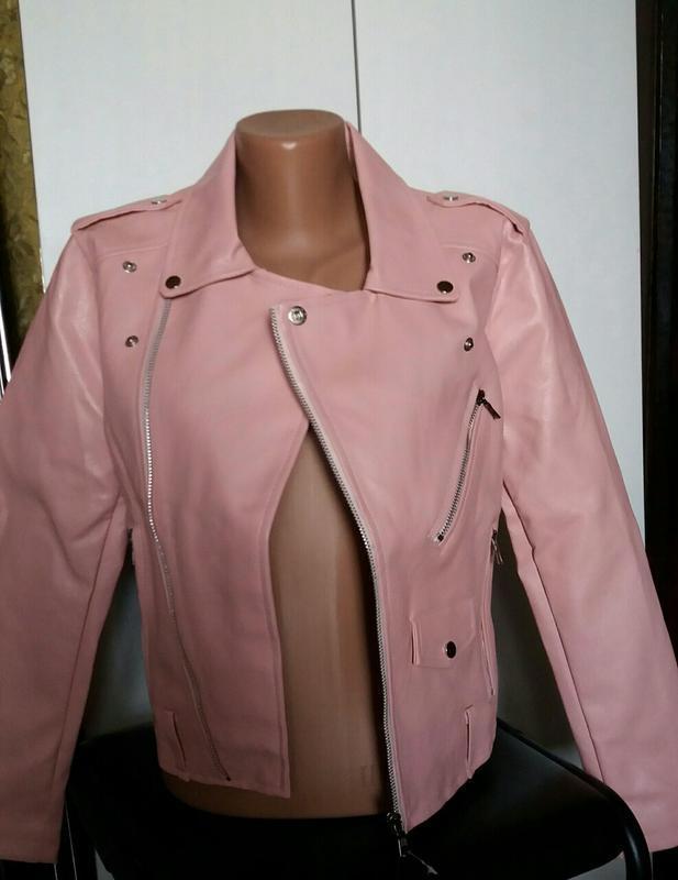 Женская куртка косуха из кожзама розовая - Фото 3