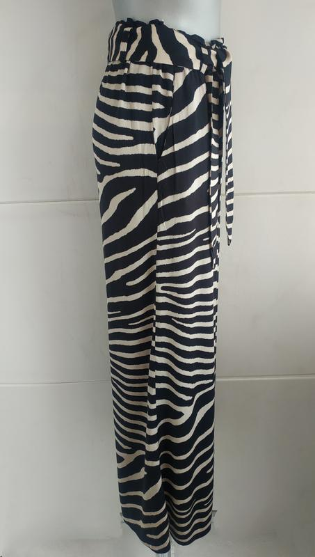 Стильные широкие брюки h&m с принтом зебра - Фото 2