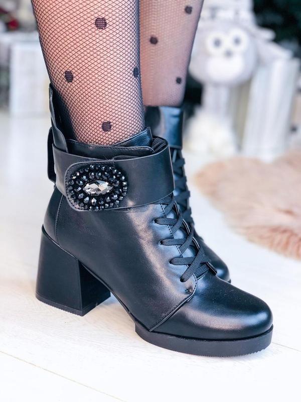 Зимние ботинки на каблуках с пряжкой черевики ботильони ботильоны - Фото 2