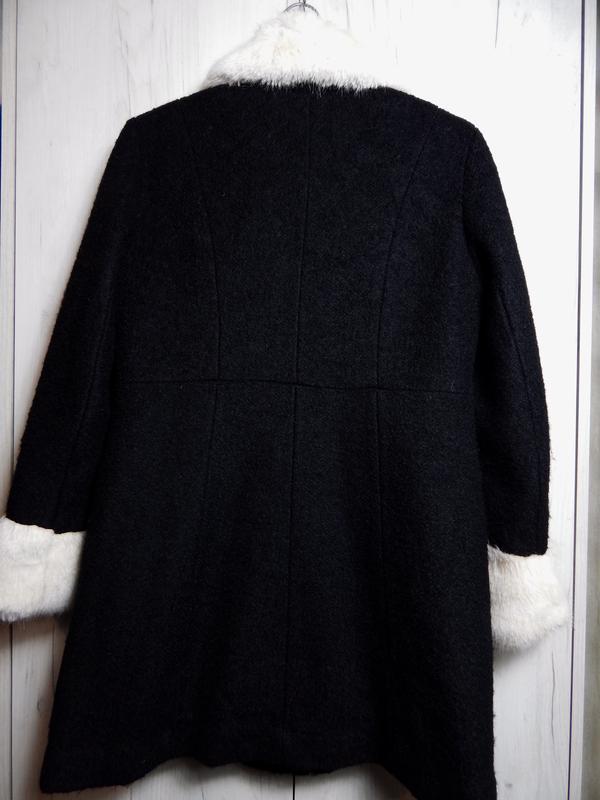 Весеннее шерстяное пальто с меховым воротником и манжетами - Фото 2