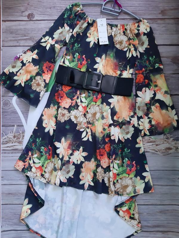 Нарядное новое платье со шлейфом
