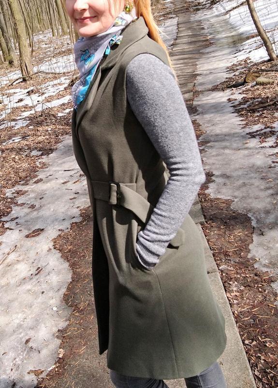 Стильное пальто жилетка на запах - Фото 5