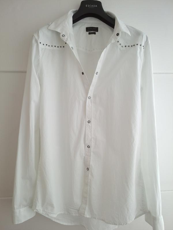 Очень стильная рубашка zara man белого цвета с декоративными д...