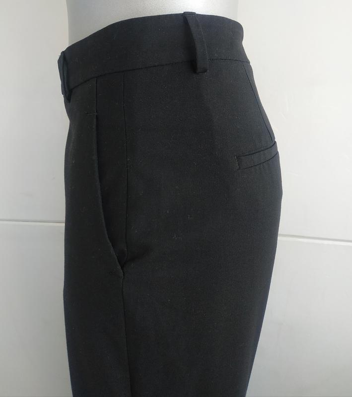 Стильные зауженные брюки zara базового черного цвета с карманами - Фото 7