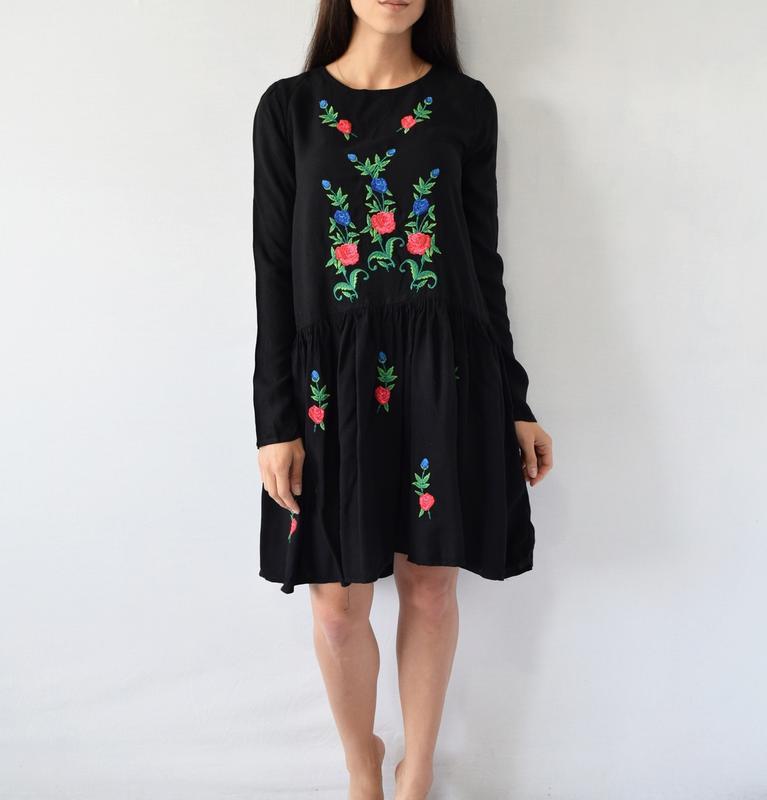 Платье с вышивкой atmosphere