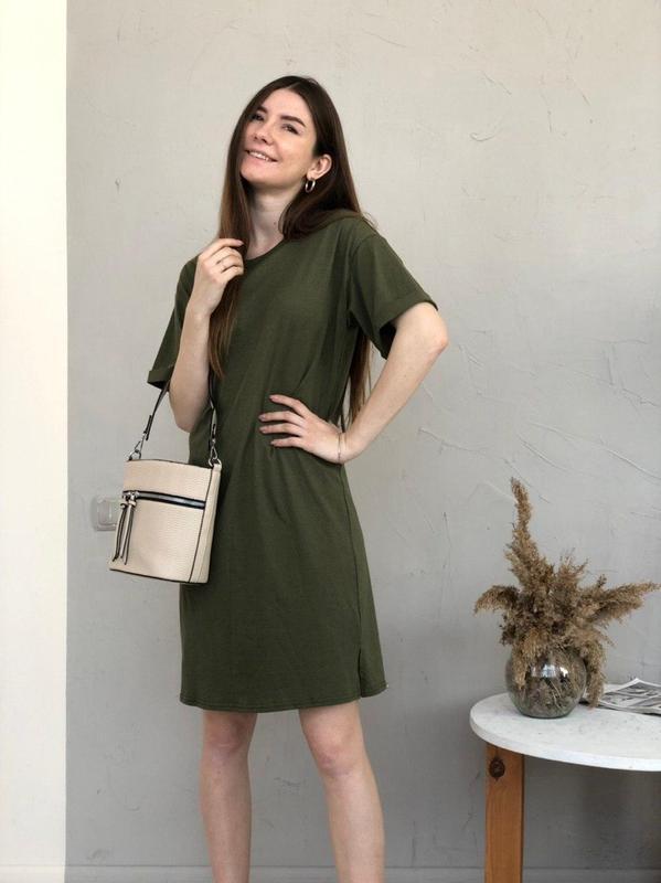 Базовое платье-футболка цвета хаки - Фото 2