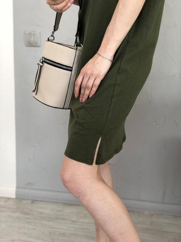 Базовое платье-футболка цвета хаки - Фото 3