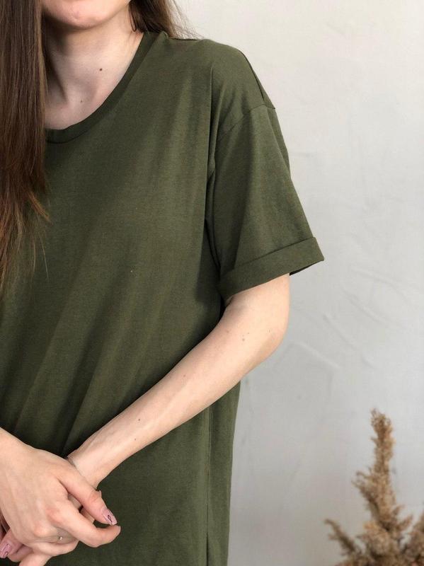 Базовое платье-футболка цвета хаки - Фото 4