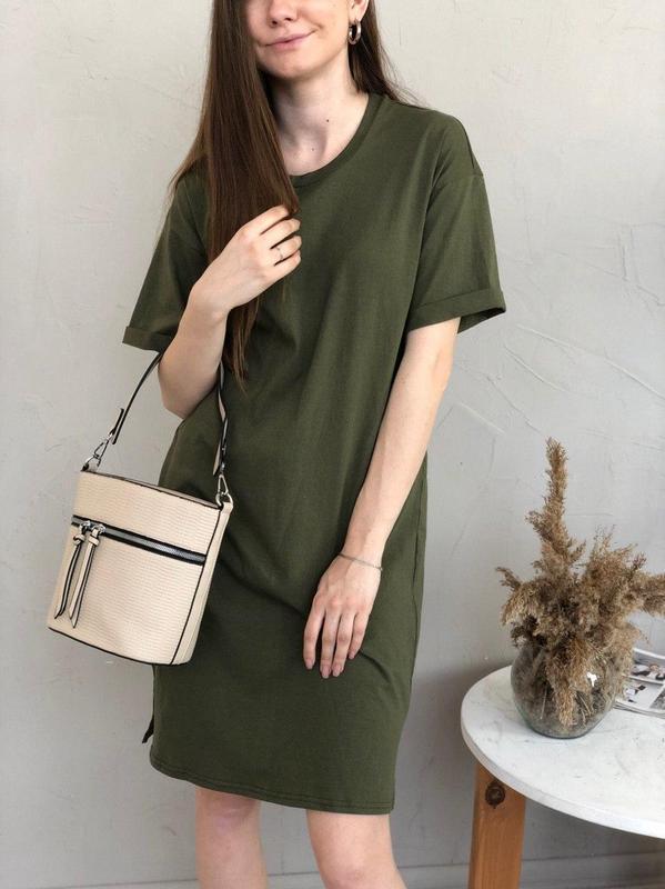 Базовое платье-футболка цвета хаки