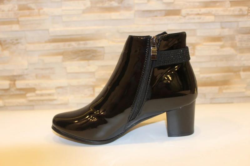 Женские короткие черные лаковые демисезонные ботинки ботильоны... - Фото 4