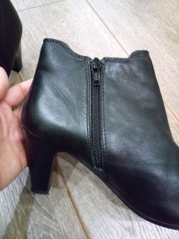 Черные кожаные ботильоны полу сапоги с боковыми резинками - Фото 6