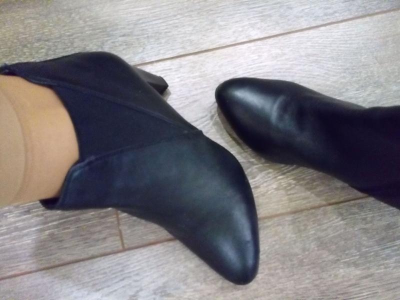 Черные кожаные ботильоны полу сапоги с боковыми резинками - Фото 8