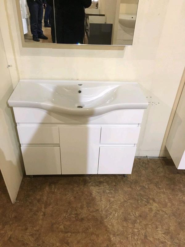Мебель для ванной, тумба с раковиной, умывальник, зеркало, пенал - Фото 10