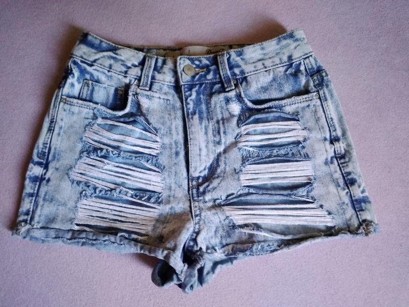 Высокие рваные джинсовые шорты варёнка - Фото 3