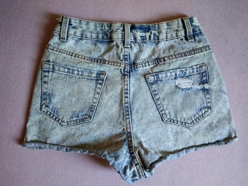 Высокие рваные джинсовые шорты варёнка - Фото 4