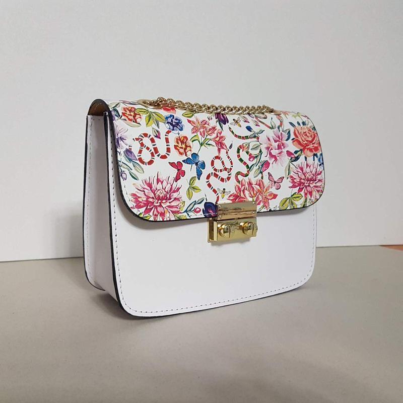 Белая сумочка кожа италия на цепочке с цветами