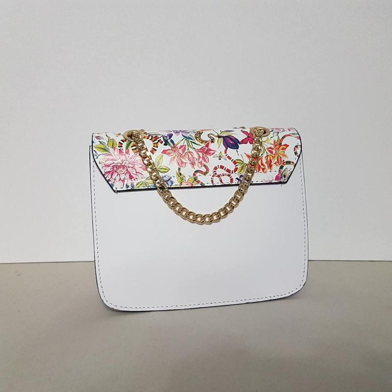 Белая сумочка кожа италия на цепочке с цветами - Фото 2