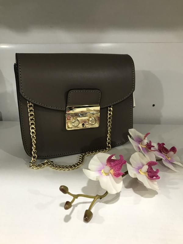 Шикарная вечерняя сумочка кожа италия цвет капучино