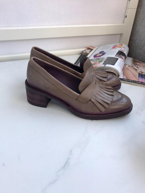 Шикарные стильные туфли лоуферы на каблуке маленьком италия 37р