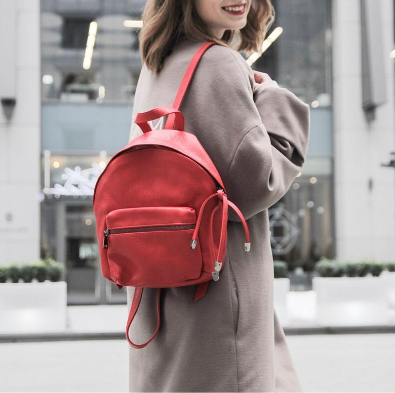Красный рюкзак кожа италия